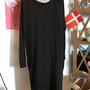 Vasket men aldrig brugt, lækker tunika kjole, kan bruges løsthængende eller med bælte   np 449   K8
