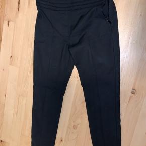 Sælger mine habit bukser fra Mango, byd😊