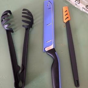 Brødkniv og multitang  Mindstepris 140 kr  OBS! Dejskraber er solgt