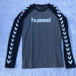 Langærmet Hummel t-shirt.