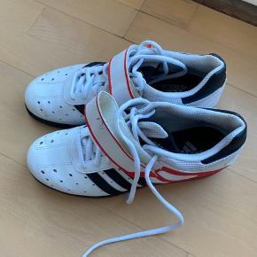 Helt nye Adidas vægtløftningssko. Har haft dem på en enkelt gang.