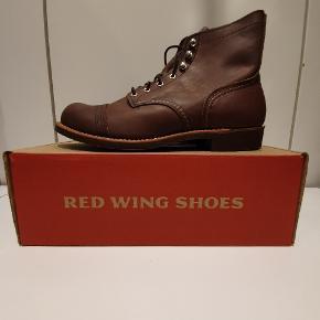 Red Wing 8111 us 9.5 euro 42.5 amber harness læder. Ikonisk støvle fra Amerikanske Red Wing, håndlavede støvler i høj kvalitet.  Prisen er fast