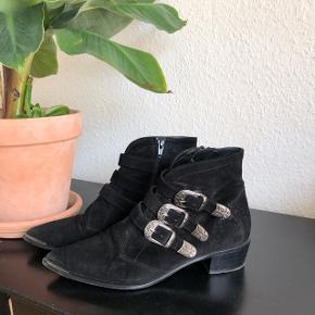 Billi bi støvler sælges. Lille str 39, derfor brugt få gange.
