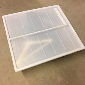 Bedroller hvid 65x70 cm, aldrig brugt. Np. 100 kr.