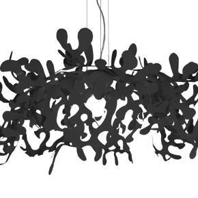 Leaves loftslampe - Italiensk design - købt i boshop størrelse er 105ø og til 3 pærer. Trænger til en klud, fejler intet. Ny pris 7.195 kr.  For flere oplysninger tjek —>  https://www.boshop.dk/lumen-center-italia-leaves-loftslampe-pendel.html