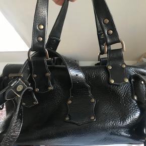Meget velholdt Roxanne taske sælges. Den er mørk chokoladebrun.