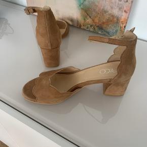 Ny pris Helt nye søde sandaler Aldrig brugt Beige/natur farve