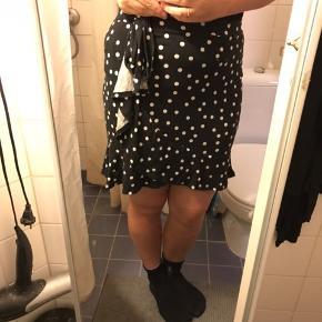 """Sød nederdel fra Asos med """"slå-om-effekt"""""""