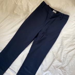 Samsøe & Samsøe bukser i xs. Brugt få gange og er derfor næsten som nye. Skriv for flere billeder :)