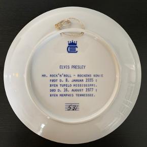 Elvis Presley platte, med ophæng. Et samleobjekt fra Corell Porcelæn. Diameter ca.19,5 cm.  Nummereret 531  Retro, King of rock n Roll