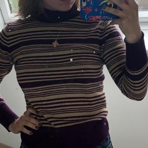 Beige og lilla rullekrave som passer xs-s Mit spejl er beskidt - ikke trøjen :)