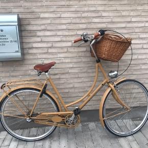 Sælger denne smukke 9 måneder gamle damecykel med Brooksudstyr.  Kvittering haves. Brugt meget lidt! Skriv endelig for ydeligere spørgsmål
