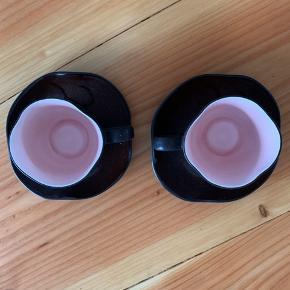 2 fine keramik kopper med underkop  Brune men Rosa inde i koppen Aldrig brugt, har kun stået til pynt