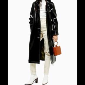 Så smuk jakke fra Topshop. Vinyl Contrast Coat. Kun brugt få gange. Nypris 900kr.  Byd:)