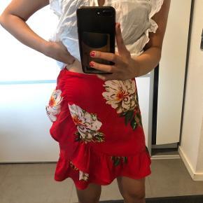 Super smuk nederdel fra Only Str: 36 Byd :)