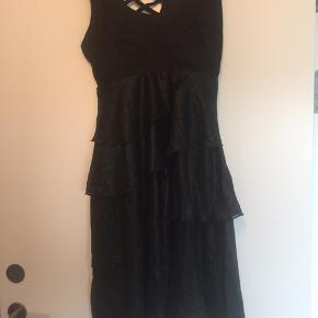 Aldrig brugt - stadig med mærke   Mega smuk kjole   Byd  Køber betaler fragt