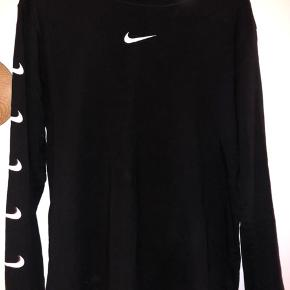 Nike sort langærmet T-shirt | Str. Medium