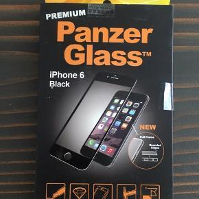 Premium iPhone 6 Black panzerglass. Beskytter skærmen med et ekslusivt look. Premium udgaven dækker hele iPhonens front og virker mere integreret end et standard panzerglass. Sælger 3 stk i sort.  3 stk 200 kr  Skriv for flerstykskøb
