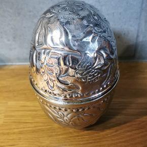 Æg højde 14cm B: 7,5cm