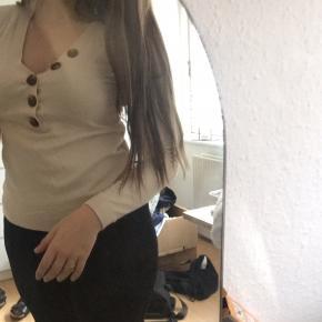 Fin bluse fra Vero Moda. Har ikke været i brugt. Kom med et bud!🌸