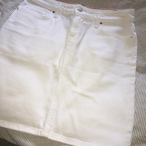 Super fin nederdel fra TH, jeg har desværre kun fået den brugt en gang.