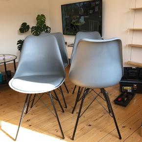Klarup spisebordstole. Sælges samlet. Har lidt ridser rundt omkring på selve skallen, men intet på sæderne. Skal hentes i Odense