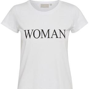 Verdens blødeste T-shirt 🕊 naturmateriale, xxs men jeg er en small og kan også passe denne :) brugt én gang. Fremstår derfor som ny.  Ny pris 300,-  Sælges billigt! ✨