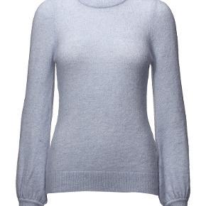 Sælger denne fine lyseblå 'Tyler Sleeve' sweater fra Designers Remix. I fin stand. Kom med et bud 🤍