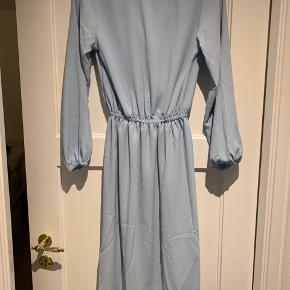 Kjole fra byic, stadig med mærke i. Prøvet på en gang. Sælges da den er købt i forkert str. BYD gerne, køber betaler fragt