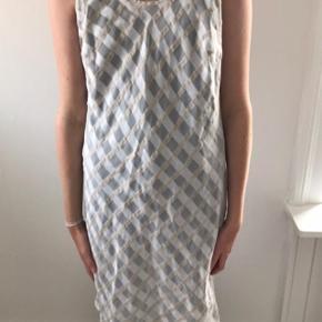 Vintage kjole i transparent med fin struktur. Passer 34-38.
