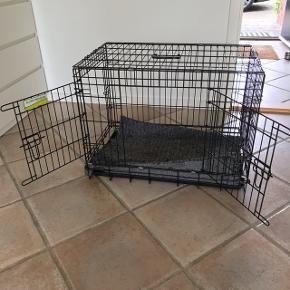Nyt hundebur - med to åbninger Måler: 76 cm i længden 47 cm i bredden 57 i højden