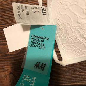 Fin hvid bikini sæt fra H&M. Aldrig brugt, med mærke på.