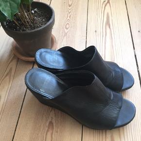 Høje sandaler fra Vagabond Str. 37  Brugt få gange  Kan afhentes i Odense M eller sendes med DAO. Bud er velkomne.