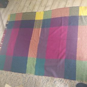 Lækker, græsk plaid i ren ny uld  Smukke farver og god kvalitet  188×130  Sælger også et andet lignende tæppe,se mine andre annoncer. Begge sælges evt  samlet for 300,-