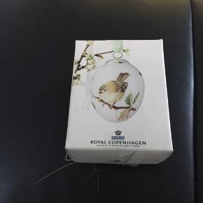 Royal Copenhagen påskeæg nyt i original æske med rede og bånd  Et samler objekt   2012 FUGLEKONGE (1249 910)   Kan sende + Porto 39 kr gls