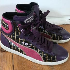 Varetype: Seje basket støvler Farve: lilla Oprindelig købspris: 600 kr.