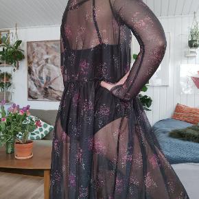 Gestuz MESH kjole style: mesha dress  Kjolen er aldrig brugt, stadig med prismærke på :)  str. XS (Løst fit) Nypris: 1000 dkk