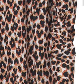 Fineste kjole med smukke detaljer fra Malene Birger! Aldrig brugt, kun prøvet på 💝 stor i størrelsen!