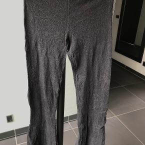 Mørke grå leggins fra Odd Molly - Kun brugt 1 gang så fremstår uden nogen for slid   74 % bomuld . 22 % nylon - 4 % elastan  BYTTER IKKE