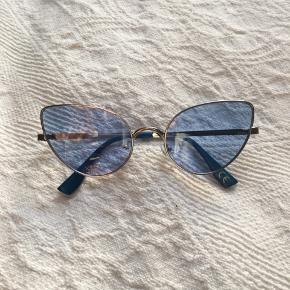 Fashion solbriller med sølv stel og klar lyseblå glas. 😎 Købt i Trend Accessories. Aldrig brugt.
