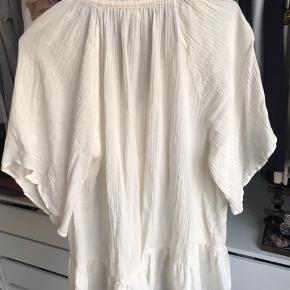 Oversize skjorte. Fejler intet og har ingen form for slid 🤍 byd!    #30dayssellout