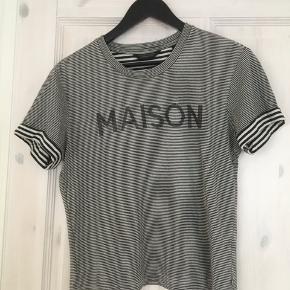 Sort/hvid stribet t-shirt fra Maison Scotch🌼  Køber betaler fragt