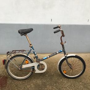 SCO Minicykel sælgesKan skilles ad på midten Patineret men særdeles brugbar som den er Knager lidt fra den ene pedal  Pris : 900 kr Befinder sig på Amager  Mobil : 60124947