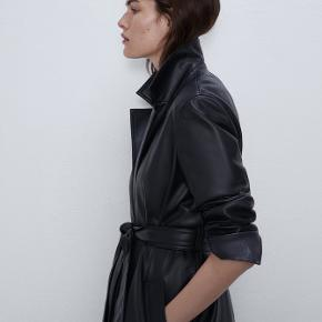 ZARA - Faux Leather Trench Coat  Leather Handfeel  Size: XS  Colour: Black Never worn and still with hang tag. Store price: 549 DKK  (Sold out in store and online)