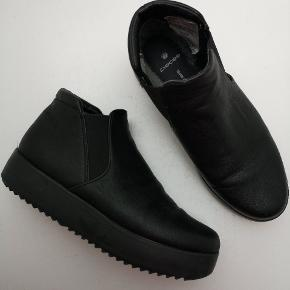 Fede støvler fra PIECES  💎 Se også mine andre annoncer 💎  ⭐ 10 % på alle annoncer hele uge 29 ⭐