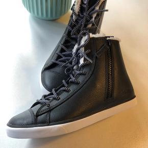 Vinterstøvle med lækkert foer i sort skind