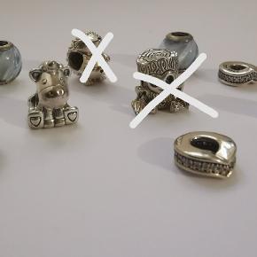 Søde Pandora charms, alle i massiv sterling sølv, spænder i pris fra 229 - 349 kr fra ny.  Byd gerne.