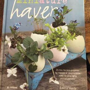 Emma Hardy: Miniature haver, Turbine 43 sider hardback. Som ny. 50kr Kan hentes Kbh V eller sendes for 38kr DAO