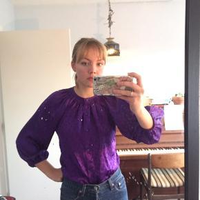Fin retro / vintage bluse i lækkert lidt silke-agtigt stof:)   #30dayssellout