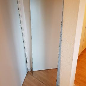 Spejl sælges. Bredde 48cm højde 129cm. Afhentes hos mig og sendes ikke.